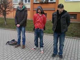 Policie zadržela dvojici mladíků, kteří oloupili teenagera o mobilní telefon. S...