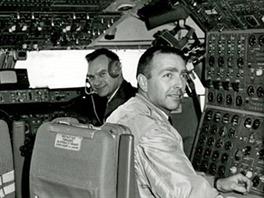 Pos�dka prvn�ho letu Boeingu 747.