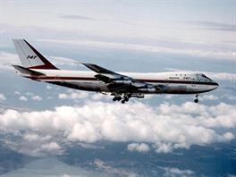 První let B747 s vytaženým podvozkem.