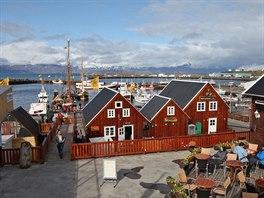 Navzdory drsnému severskému počasí si Islanďané nikdy nenechají ujít posezení