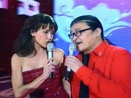 Sophie Marceau zazpívala píseň Edith Piaf La Vie En Rose s čínským zpěvákem Li...