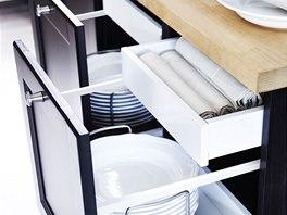 Skryté zásuvky dodávají kuchyni elegantní vzhled a zvětšují úložný prostor.