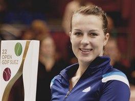 Anastasia Pavljučenkovová slaví triumf na turnaji v Paříži.