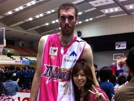 To je rozd�l! Ivo H�ger na spole�n� fotografii s japonskou fanynkou. Tehdy...