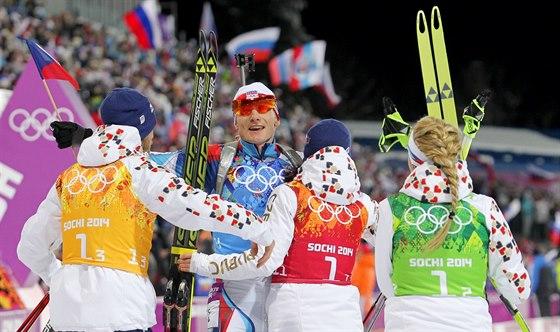 RADOST V CÍLI. Čeští biatlonisté vybojovali stříbrnou olympijskou medaili ve