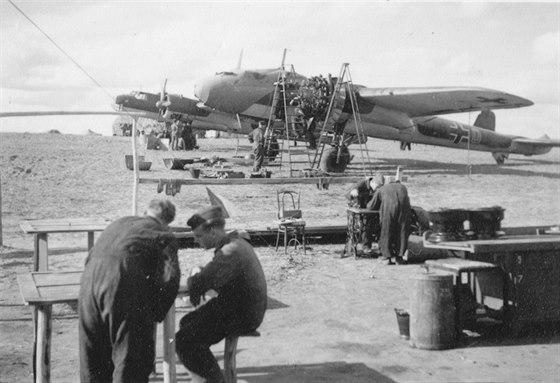 Momentka z jednoho letišť bombardovací eskadry 255 pořízená během roku 1938. Možná že právě tyto bombardéry měly 1. října 1938 svrhnout bomby na České Budějovice.