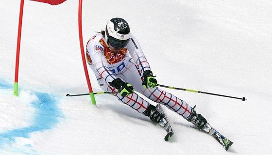 TĚSNĚ KOLEM BRANKY. Ondřej Bank v obřím slalomu na olympijských hrách v Soči.