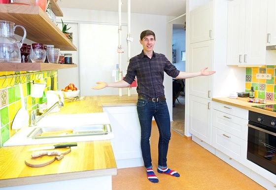"""Architekt Žoha říká: """" Když budete mít na poličce bílé hrnky a začnou vás"""
