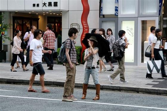 Mladí Japonci a hlavně Japonky si potrpí na luxusní oblečení, především drahé