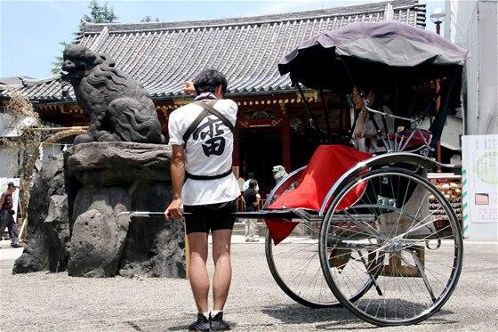 Japonci nedávají spropitné. Ani v restauraci, ani při použití taxíku či rikši.