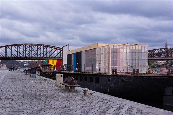 Sauna na lodi v centru Prahy měla loni úspěch. Organizátoři se proto rozhodli...
