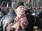 Někteří Ukrajinci vyšli do ulic v lidových krojích (18. února 2014)