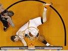 Goran Dragi� z Phoenixu neust�l souboj s Chrisem Andersenem z Miami.