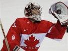 Kanadský gólman Carey Price chytá puk do lapačky v utkání proti Finsku.