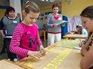 Zápis prvňáčků v Základní škole v Satalicích. Děti se vydávají na námořnickou...