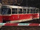 Policisté vyšetřují smrt ženy, kterou lidé našli v tramvaji linky číslo 17 v...