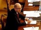 Bohuslav Sobotka na hlasov�n� o d�v��e sv� vl�dy