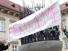 Brífink skupiny Žít Brno před brněnským magistrátem (úterý - 11. 2. 2013).