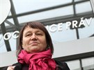 Před novým zaměstnáním. Do Brna dorazila nová ombudsmanka Anna Šabatová před polednem z Prahy, kde ráno skládala slib v kanceláři předsedy Poslanecké sněmovny.