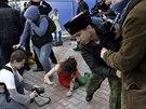 Podle informace členky Pussy Riot Naděždy Tolokonnikovové byl zásah kozácké...