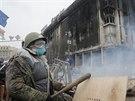 Při střetech demonstrantů s policií zemřelo nejméně 25 lidí, stovky dalších na...