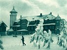Lyžař na Klínovci v době, kdy tu ještě nebyla ani jedna sjezdovka. Fotografie z...