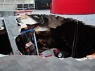 V kupolovité části stavby z roku 1984 se bez sebemenšího varování objevila...