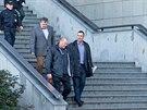 Policisté propustili Rittigova právníka Davida Michala (zcela vpravo, 14. února...
