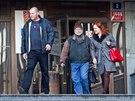 Podnikatel Peter Kmeť (uprostřed), spojený s firmou Cokeville Assets, opouští...