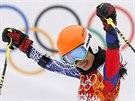 Thajsk� reprezentantka a sv�tozn�m� houslistka  Vanessa Mae v c�li olympijsk�ho ob��ho slalomu. (18. �nora 2014)