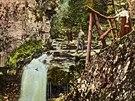 Vodopády říčky Satiny lákaly turisty k výletům už v době před první světovou...