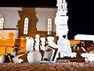 Poškozená socha svatého Jana Nepomuckého na Masarykově náměstí v Náchodě. (8....