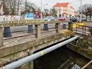 Mostek na Pražské třídě v Hradci Králové podemlela voda v červnu 2013.