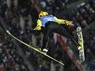 Japonec Noriaki Kasai v soutěži družstev skokanů na lyžích na olympijských hrách v Soči.