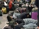 Kvůli zrušeným letům na letišti Haneda v Tokiu uvázly tisíce lidí.