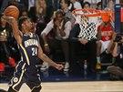 Paul George sme�uje p�i duelu o nejlep��ho mu�e NBA v t�to efektn� discipl�n�.