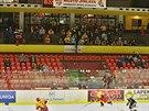 PRÁZDNÉ TRIBUNY. Na prvoligový hokejový duel Jihlava vs. Beroun mnoho diváků...