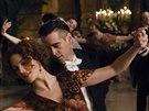 Zlod�j��ek (Colin Farrell) se zamiluje do kr�sky z vy���ch kruh� (Jessica Brown...
