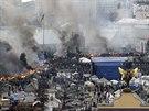 Náměstí nezávislosti zahalil dým z hořících pneumatik (Kyjev, 19. února 2014).
