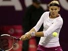 Tenistka Lucie �af��ov� p�i duelu proti Pet�e Kvitov� v Dauh�.