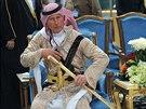 Britský princ Charles v Rijádu předvedl tanec s mečem (18. února 2014).
