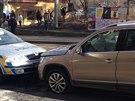 Policejní honička skončila na Karlově náměstí nehodou se třemi zraněnými