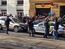 Policejní honička skončila na Karlově náměstí nehodou se třemi zraněnými.
