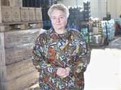 Marie S�korov� ve firemn�m skladu. Vedle sodovk�rny firma funguje i jako...