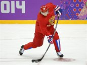 Ruský hokejista Viktor Tichonov při tréninku národního týmu v Bolšoj Ice Dome aréně. (9. února 2014)