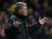 TAK JAK, CHLAPCI? Kouč Manchesteru United David Moyes během šlágru proti...