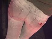 Dara Rolins ukázala, co s jejím pozadím dělá dobrý výběr kalhot.