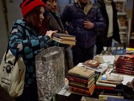 Knihovna, kterou aktivisté zřídili v jedné z obsazených budov minsiterstva na...