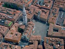 Letecký pohled na centrum Modeny skatedrálou
