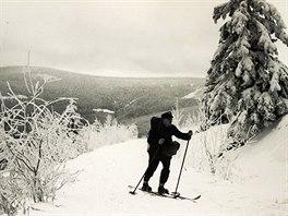 Lyže v Krušných horách využívali i pošťáci.